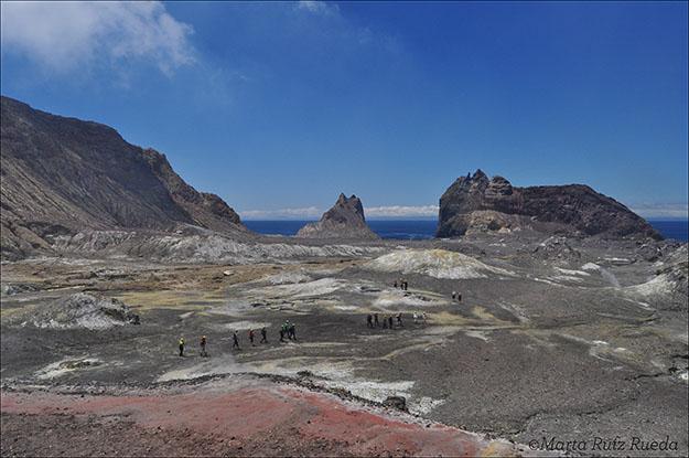 Vista de la isla desde un montículo formado por el volcán