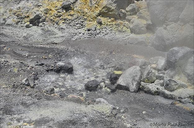 Agua hirviendo de uno de los riachuelos de la White Island