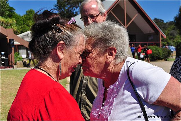 Hongi, tradicional saludo maorí