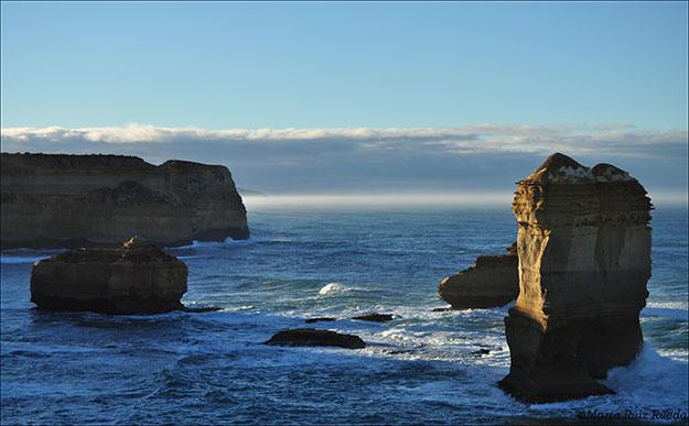 Formaciones rocosas teñidas por la luz del alba