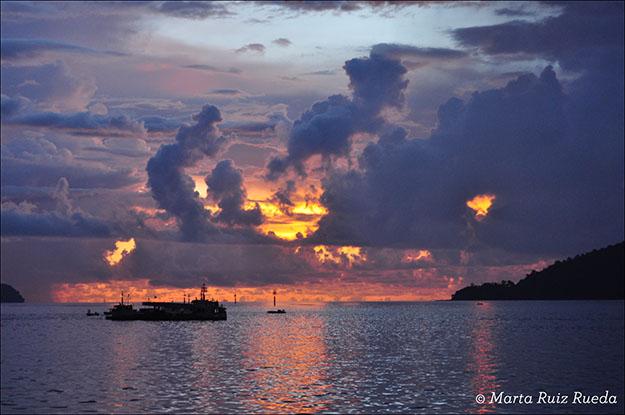 Puesta de sol en el puerto de KK