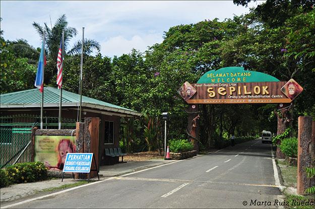 Entrada del centro de rehabilitación para orangutanes