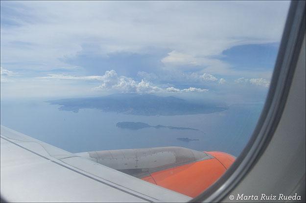 En el avión llegando a Manila