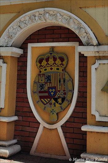 Antiguo escudo de la ciudad en el centro de Vigan