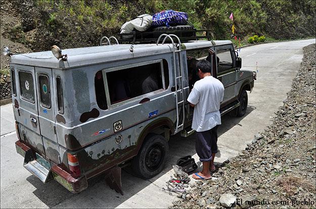 El jeep que me llevó de Bontoc a Banaue tuvo una avería por el camino