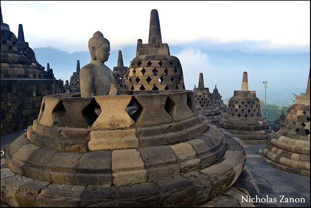 Stupas y budas de los últimos tres niveles