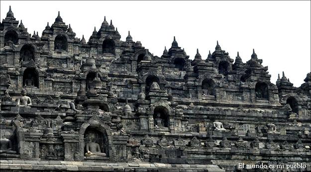 Parte frontal del templo desde abajo