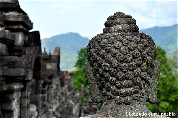 Buda en una de las partes superiores del Templo