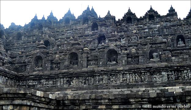 Los diferentes niveles y figuras de Buda del Templo