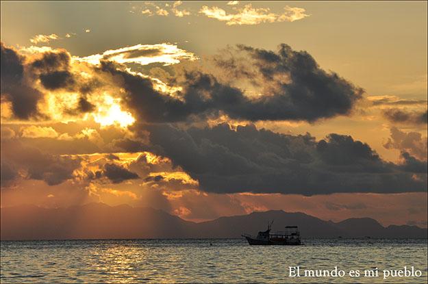 El sol se resiste en un amanecer en Sunrise Beach