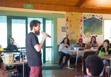 Charla dirigida por un activista australiano. Foto: Indigenous Climate Action
