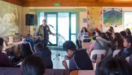 Una de las charlas celebradas durante la semana de mayo. Foto: Indigenous Climate Action